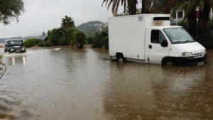 Calles anegadas por las fuertes lluvias en Denia, Alicante - EFE