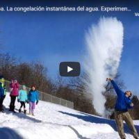 ¿Por qué se congela antes el agua caliente?