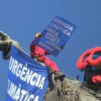 Greenpeace pone unas gafas de buzo a la estatua de Colón