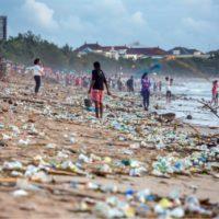 El plástico conquista los confines del mundo