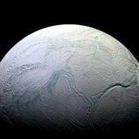 El océano de Encélado, perfecto para albergar vida microbiana