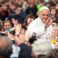 El papa pide a las petroleras una transición energética radical