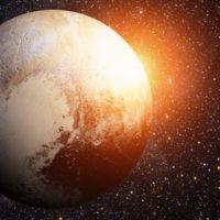 Descubren agua líquida en el congelado Plutón