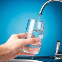 Los españoles bajan su consumo de agua hasta los 133 litros diarios