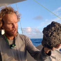 Una erupción submarina cubre el Pacífico con decenas de kilómetros de piedra pómez flotante