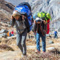 Nepal prohíbe llevar plásticos de un solo uso a la zona del Everest