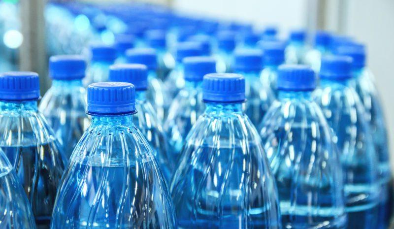 ¿Sabías que se compran un millón de botellas de agua por minuto?