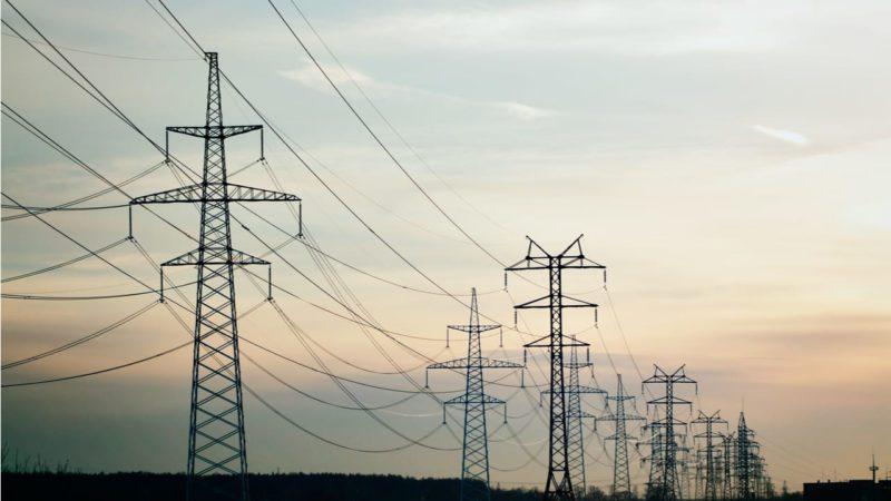 El sector eléctrico: entre la bajada del consumo y la protección social