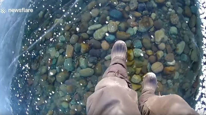Caminando por un lago de cristal