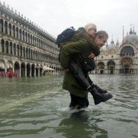 Venecia se sumerge en la segunda peor marea alta de su historia