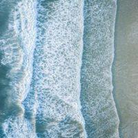 Expertos logran extraer hidrógeno del agua marina con eficiencia