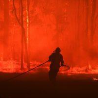 El humo de los incendios forestales que asolan Australia cubre Sídney