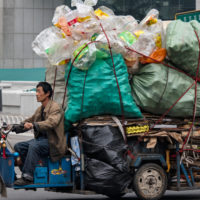 Toneladas de plástico: el alto coste ambiental del Día del Soltero chino