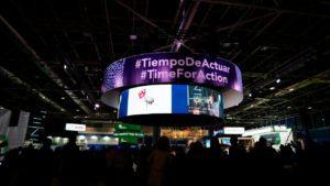 """Panel luminoso circular en el que se lee """"Tiempo de Actuar"""", en la Cumbre del Clima   Foto: Europa Press / Jesús Hellín"""