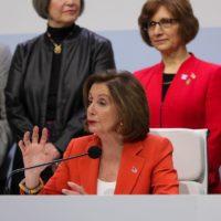 """Nancy Pelosi abandera la causa climática de EEUU: """"Seguimos aquí"""""""