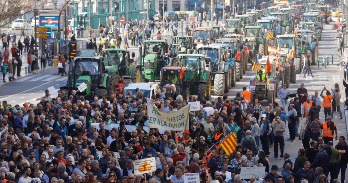El desplante de Trabajo a las organizaciones agrarias alimenta las protestas del campo