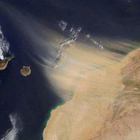 El viento del Sáhara paraliza Canarias y convierte el aire en dañino para la salud