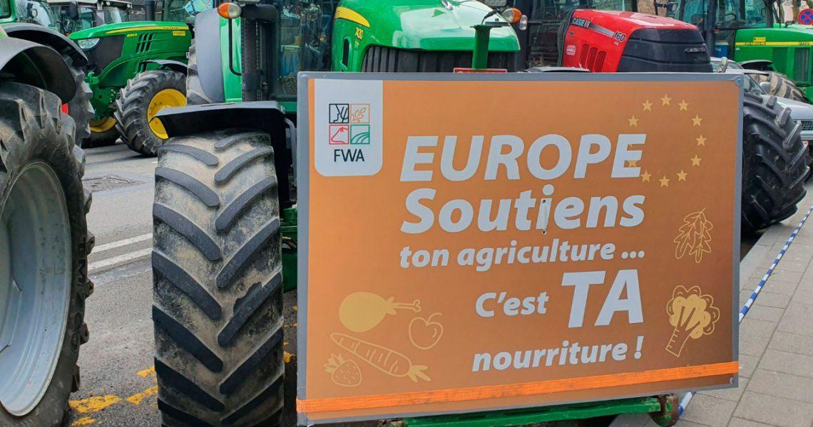 """Los tractores """"aprietan"""" en Bruselas para impedir los recortes de la PAC"""