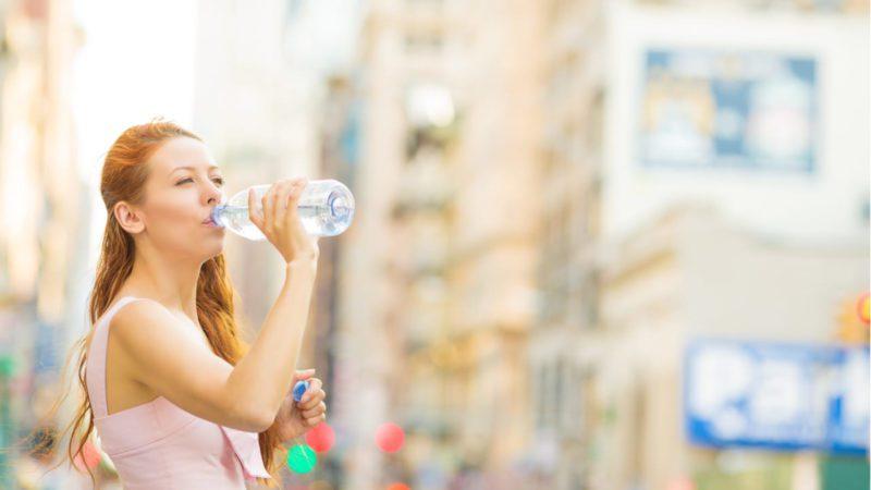Nueva York prohibirá las botellas de plástico de un solo uso