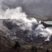 Dos muertos, muchas dudas y un conato de crisis ambiental en el vertedero de Zaldibar