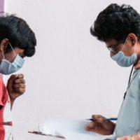 India comienza el mayor confinamiento de la historia: 1.300 millones de personas