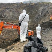 Localizan restos óseos y objetos personales en el vertedero de Zaldibar