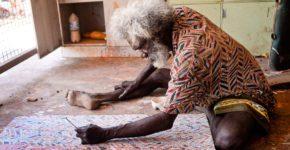 El artista Glen Namundja forma parte de la diversa comunidad de los aborígenes australianos | Foto: Mark Roy