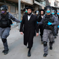 Los ultraortodoxos, un gran problema para contener el coronavirus en Israel