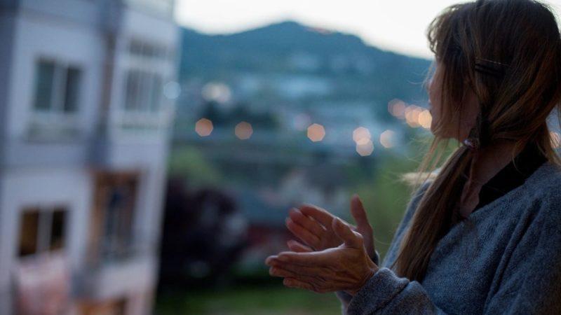 La ciencia conquista los balcones de Italia durante los aplausos
