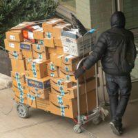 Los repartidores de Nueva York, atrapados entre Amazon y el coronavirus
