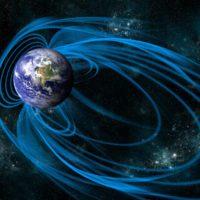 El campo magnético de la Tierra se debilita, según la ESA