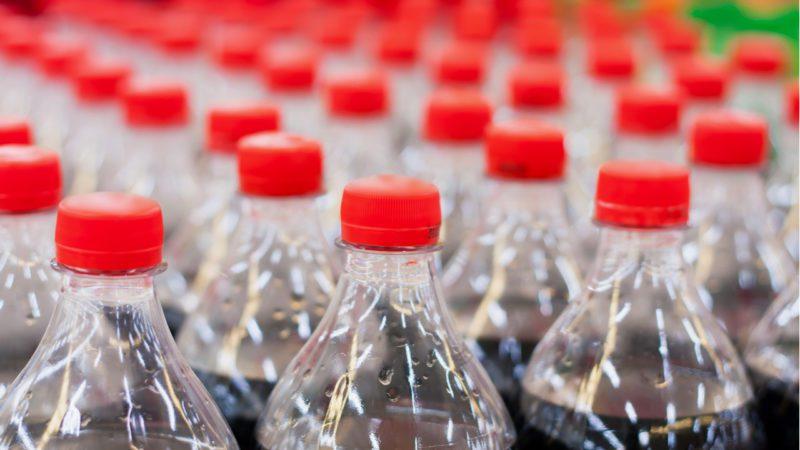 Competencia insta al Miteco a redefinir el impuesto al plástico