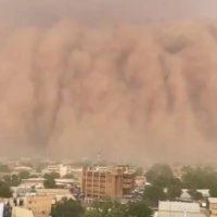 Un muro de arena cubre la capital de Níger