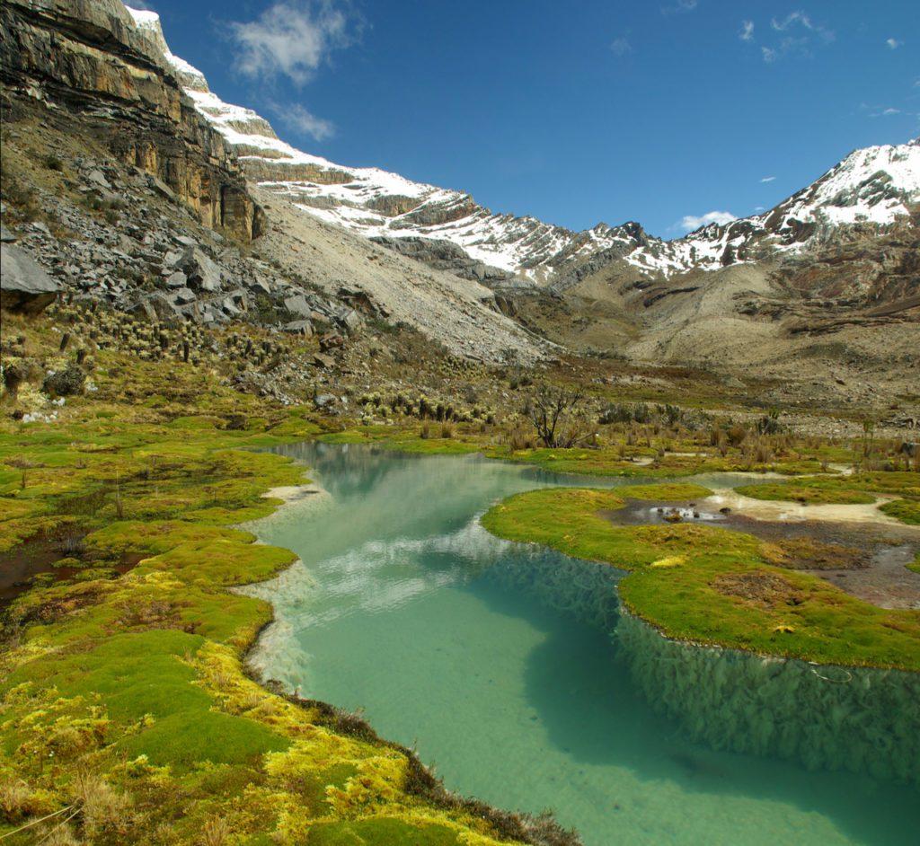 Paisaje de altas montañas nevadas en los Andes de Colombia. | Foto: Rafcha