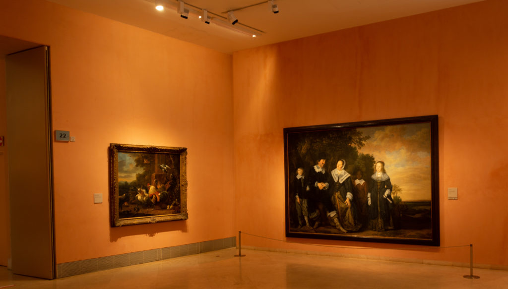 Grupo familiar ante un paisaje de Frans Hals. | Foto: Paloma Hiranda