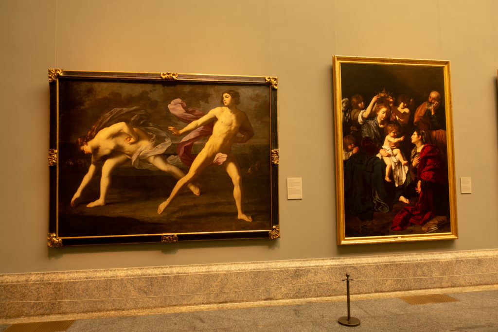 A la izquierda Hipómenes y Atalanta, de Guido Reni; y a la derecha Sagrada Familia con Santa Catalina de Bartolomeo Cavarozzi. | Foto: Paloma Hiranda