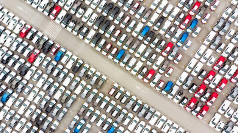 El Gobierno lanza un plan millonario para salvar el sector del automóvil