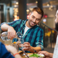 Llega el agua del grifo gratis obligatoria en bares y restaurantes