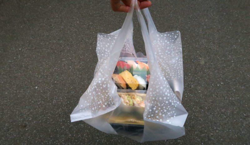 Un Japón adicto a las bolsas de plástico empieza a cobrarlas