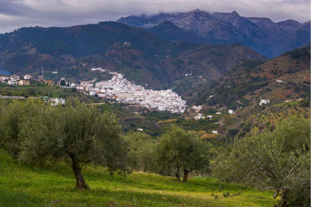 La localidad de Tolox, en la Sierra de las Nieves de Málaga.   Foto: Jesús Noguera