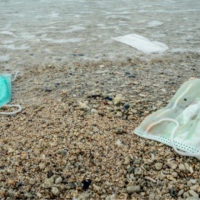 La basura del COVID-19: 129 mil millones de mascarillas al mes