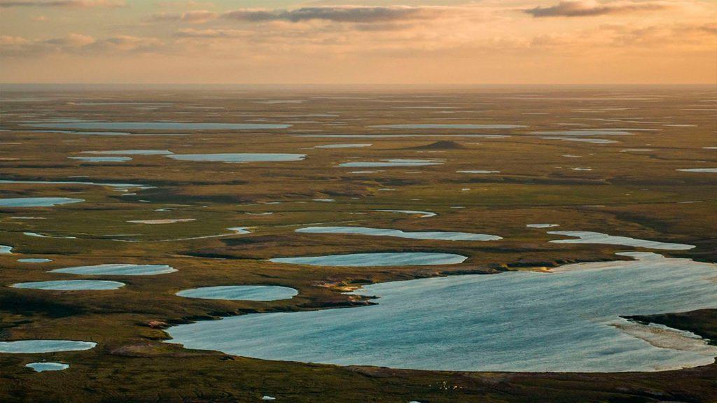Los lagos de la tundra ártica en el noroeste de Siberia, Rusia | Fuente: National Geographic / JEFFREY KERBY