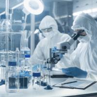 La vacuna del coronavirus de Moderna entra en su última fase