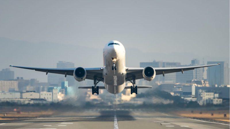 Europa plantea una tasa para reducir las emisiones de la aviación