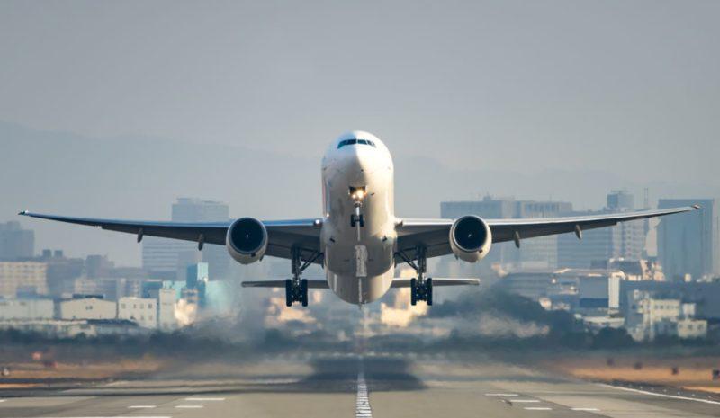 Europa plantea una tasa para reducir la emisiones de la aviación
