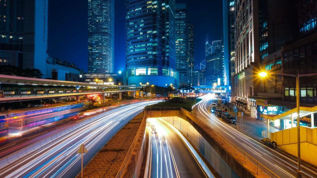 Ciudades como Hong Kong presentan una iluminación muy brillante por las noches   Foto: David Mark