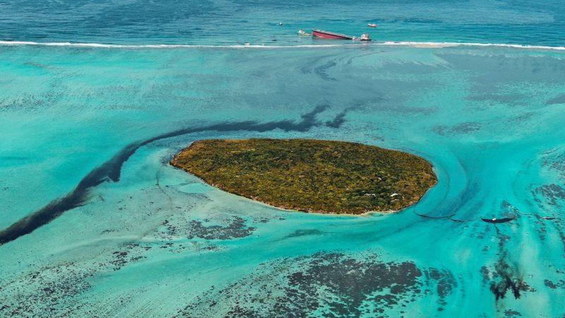 Un vertido de crudo pone en jaque el paraíso de las islas Mauricio