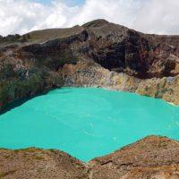 El volcán que cambia de color