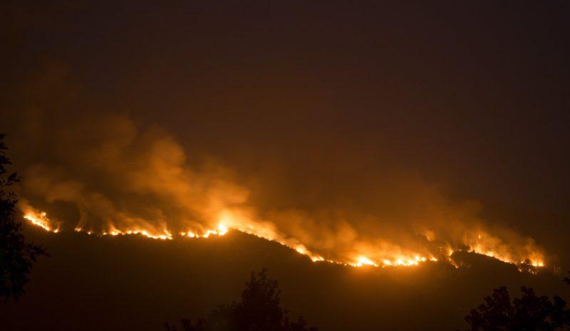 El fuego asedia Ourense y calcina ya 8.000 hectáreas