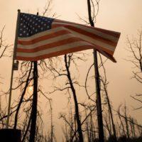 Los incendios más agresivos de la historia devoran la Costa Oeste